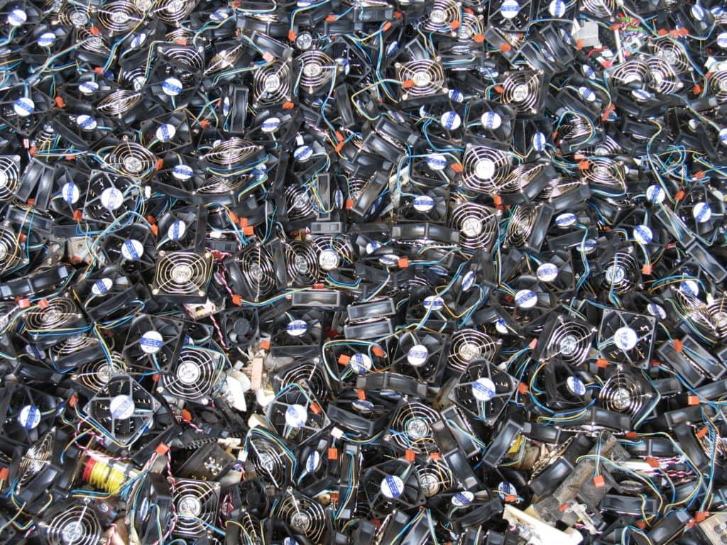 rengeteg elektronikai hulladék