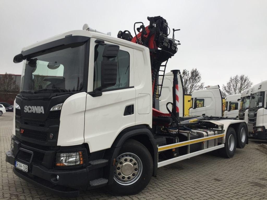 Scania önrakodó teherautó fémhulladék szállításra