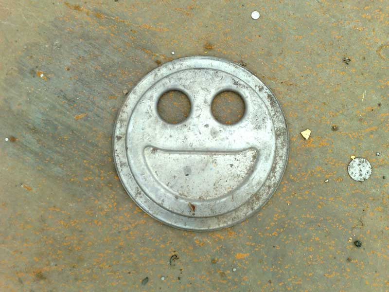 Roof of smiling alu drink box at Szekszárd site