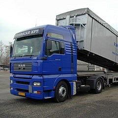 Billenős kipper teherautó ömlesztett fémhulladékok szállítására