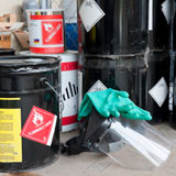 Veszélyes hulladékok hordókban átvételre előkészítve